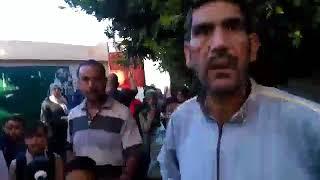 شاهد.. عقاب طلاب ابتدائي بالإسكندرية في طابور.. والمدرس: «اللي مش عاجبه يكلم الوزير»