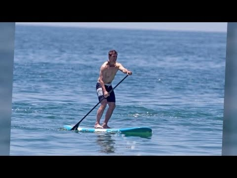 Tom Cruise Paddle Boards in Malibu - Splash News