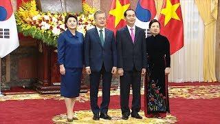 Chủ tịch nước và phu nhân chủ trì Lễ đón và Tổng thống Hàn Quốc và phu nhân