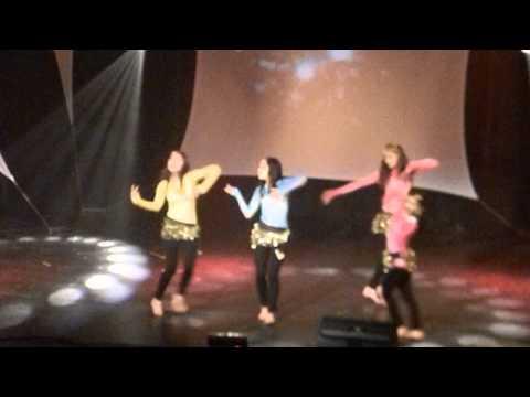 Danse étudiantes du Népal à lécole Thérèse-Martin Joliette...