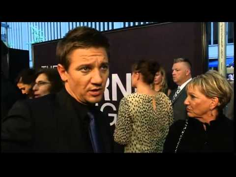 The Bourne Legacy premiere in NY: Cool Rachel Weisz and Jeremy Renner interviews