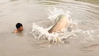 Unbelievable Fisherman vs. River Monsters Arapaima