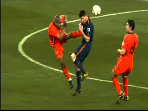 Nigel de jong kicks Alonso