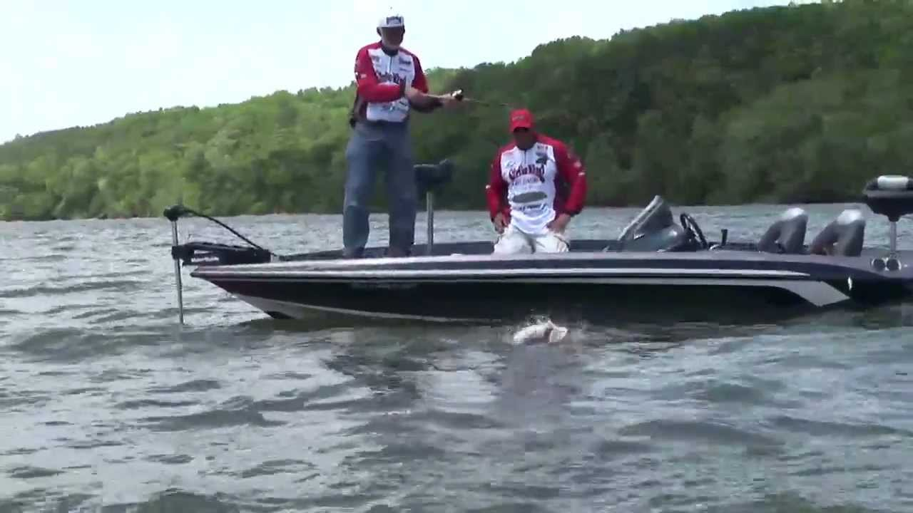 Season 10 crankin up pickwick bass youtube for Pickwick lake fishing report