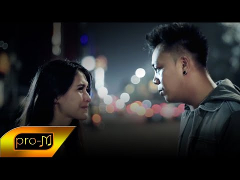 Unduh Lagu GIO LELAKI - Ada Yang Kecewa - Official Music Video MP3 Free