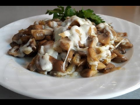 Жареные грибы с луком и сыром. Шампиньоны жареные.