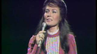 Watch Loretta Lynn Peace In The Valley video