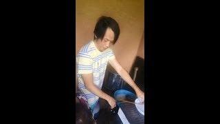 nghệ sĩ Hoài Linh trổ tài làm mì Quảng đãi cả nhà ở Mỹ