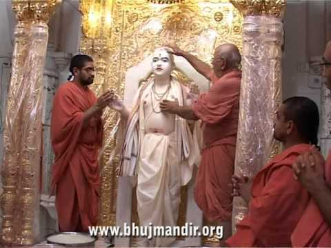 Bhuj Shree RadhaKrishna Dev Mahotsav 2011 - Ghansyam Mahraj Abhishekh