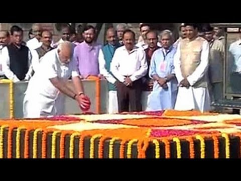 Ahead of swearing-in, Modi visits Rajghat, pays homage to Mahatma Gandhi