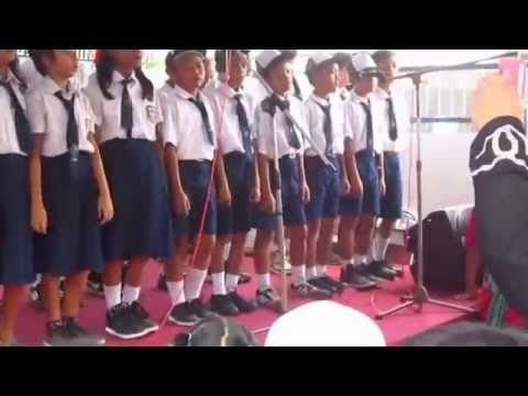 Anak2 Sds Krishna Menyanyikan Lagu Anging Mamiri video
