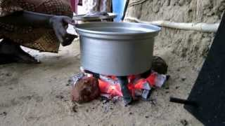 SOUTH SUDAN WOMEN COOKING FISH
