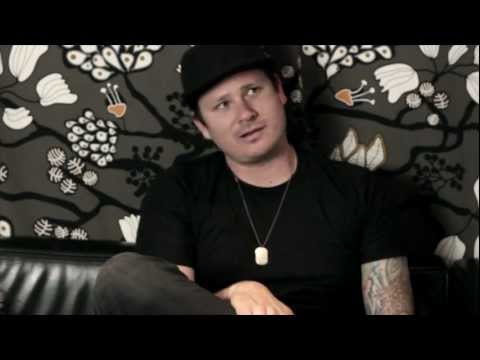 EXCLUSIVE: Backstage with TOM DELONGE - Part 1 - Tom on BLINK 182
