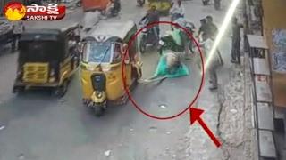 Terrific Accident in Hyderabad Old City || CCTV  Visuvals - Watch Exclusive
