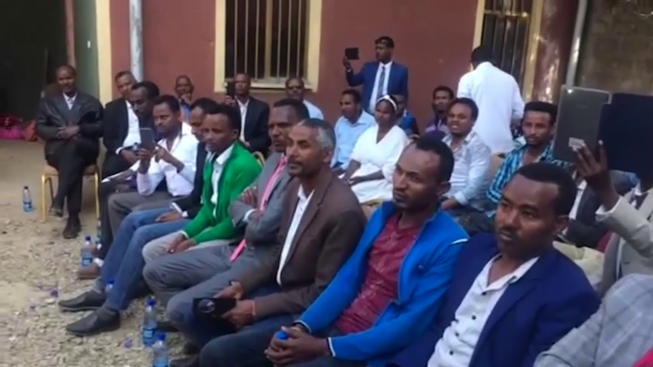 Dr. Merara Gudina Received Gifts From Staff of Government Offices in Oromia