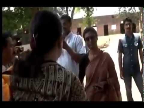 Public Spat Between Smriti Irani And Priyanka Gandhi Vadra's Secretary Preeti Sahay video