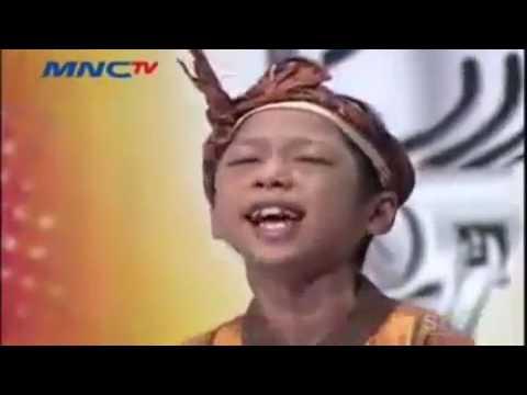 Anak kecil nyanyi untuk ibunya,diindonesia idol junior!!!