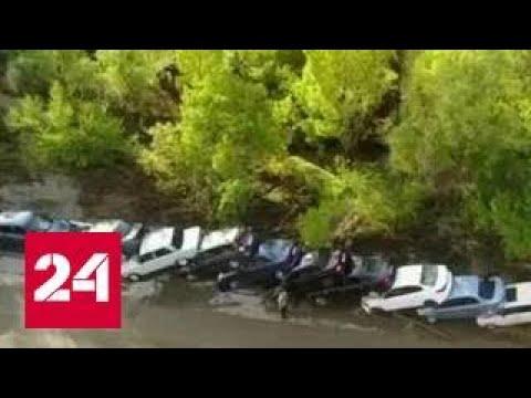Шторм обрушил ЛЭП и раскидал машины в Крыму