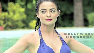 Watch Bollywood Actresses in Bikini - KAJOL, SONAM KAPOOR, ALIA BHATT & ANY MORE