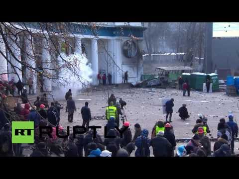 Ukraine: Street battles rage on as Kiev protesters go to war with police