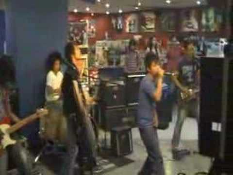 "Tadjang ""Live"" by Eyescream"