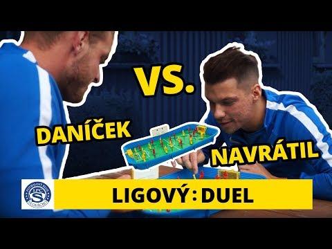 O2 TV Duel: Vlastimil Daníček a Jan Navrátil hrají stolní fotbálek