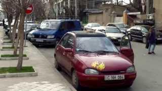 A parcat ca dracu și se pișă pe stradă