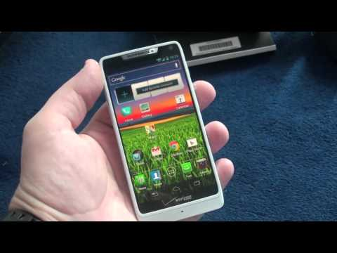 Verizon Motorola DROID RAZR M Unboxing