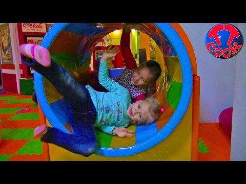 VLOG Ярослава и Рита в Развлекательном Центре Играем с Куклой Amusement Center Kids Video