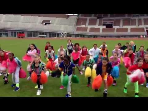 Kinderen voor Kinderen 34 - Clipopname Klaar voor de Start in Olympisch Stadion