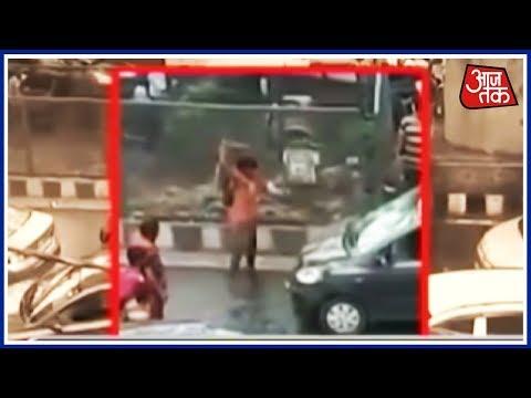 कावड़ियों का कोहराम! दिल्ली में पुलिसवालों के सामने कावड़ियों का उत्पात!