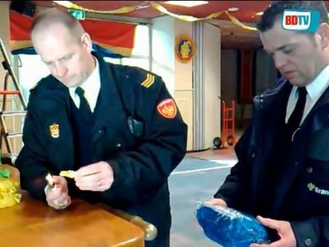 OSS - De brandweer voert weer de jaarlijkse controles uit in scholen en sporthallen. In Oss en Bernheze worden ruim 150 gelegenheden bezocht waar carnaval wo...