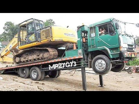 Fuso Self Loader Truck Moving PC200-8 Komatsu Excavator