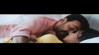 Run Baby Run - Amala Paul HOT In Run Baby Run With Mohanlal