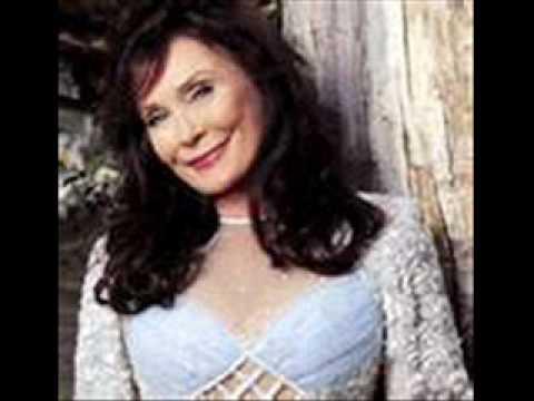 Loretta Lynn - Here I Am Again