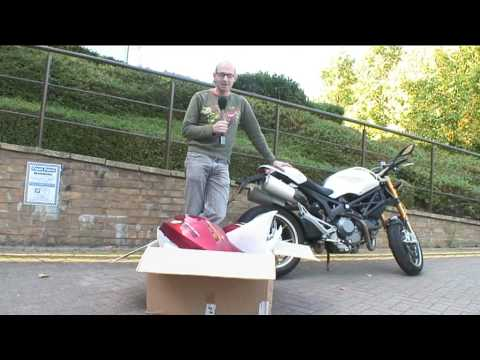 Ducati Monster 1100 changes colour in 3 minutes Video