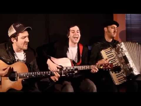 The District Sleeps Alone Tonight - Ben Marwood, Frank Turner & Franz Nicolay Backstage Session.