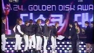 Super Junior winning at Golden Disk Award 2009