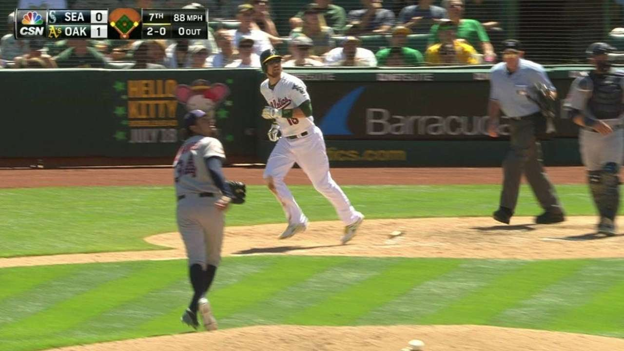 SEA@OAK: Zobrist's sac fly increases the A's lead