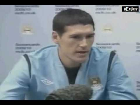 Gareth Barry signs for Manchester City