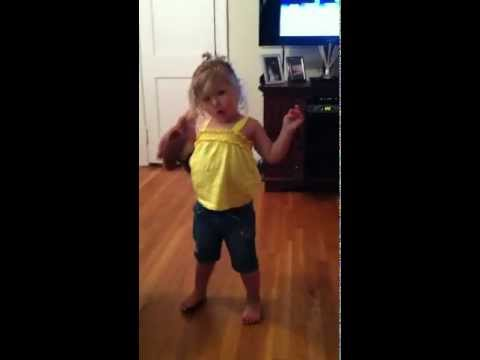 Two Year old dancing to Goyte's Somebody That I Use To Know Dubstep Remix