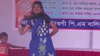 গ্রামের মেয়ের খোলামেলা ডান্স || Bangla village hot dance 2017