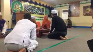 Proses pengucapan kalimat syahadat orang korea masuk isLam di mushola AL-AZHAR