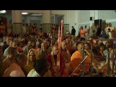 Radhanath Swami & Aindra Prabhu - Hare Krishna Kirtan - Iskcon Mayapur - Feb 15, 2007 video