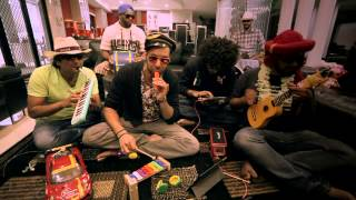 Jeffrey Iqbal Band - London Thumakda and Gandi Baat with Toys