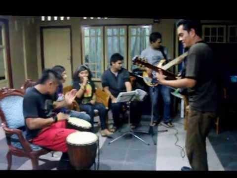 Rangkayo Akustik ( rangkayoakustik ) Lagu Daerah Jambi Angso Duo video
