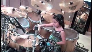 Bé gái 10 tuổi chơi trống cực đỉnh
