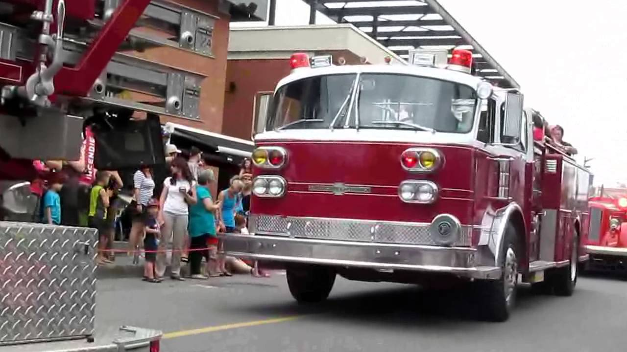 Parade camion de pompier a la grande fete des pompiers de laval 2013 youtube - Lit camion de pompier ...