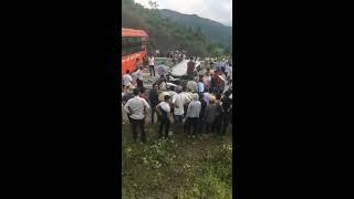 tai nạn kinh hoàng giữa xe khách sao việt và xe con trên cao tốc nội bài lào cai
