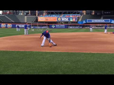 Mets' Jose Reyes practices third base